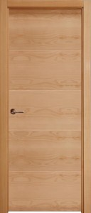 F4  puerta de madera de roble barnizada