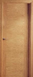 L6  puerta de madera de roble barnizada