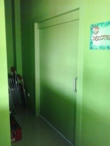 Puerta corredera parque infantil