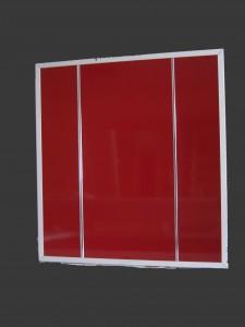Cubreradiador rojo y metal